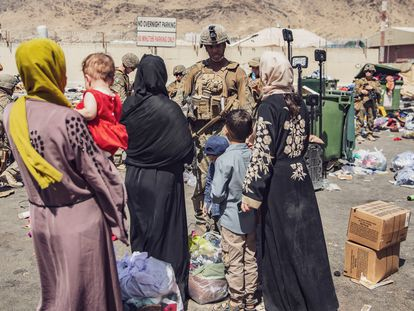 A US soldier speaks to a group of Afghan women in Kabul on August 28.