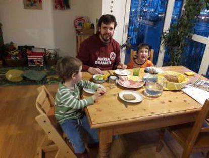 Pablo Torija and his kids in Vienna.