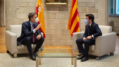 Spanish PM Pedro Sánchez (l) and Catalan premier Pere Aragonès met in Barcelona on September 15 for talks on the future of the region.