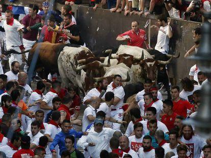 A moment from the first bull run at San Fermín 2016.