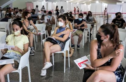 Young people at a vaccination site in Valencia.