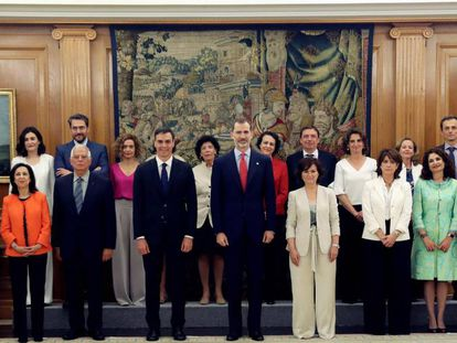 New Spanish government with King Felipe VI.