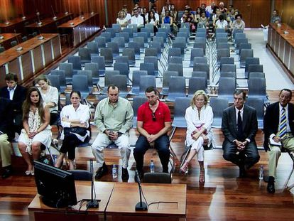 Isabel Pantoja (third from left) sits with other Operation Malaya defendants in a Málaga courtroom Thursday.