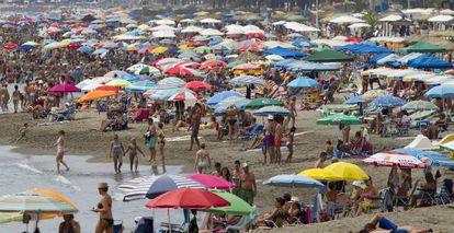 La Carihuela beach in Torremolinos, Málaga, in the middle of August.