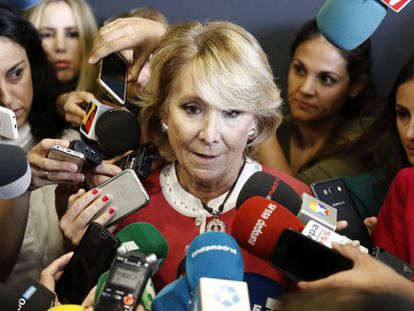 Esperanza Aguirre speaking last week after the arrest of her successor as head of the regional government of Madrid, Ignacio González.