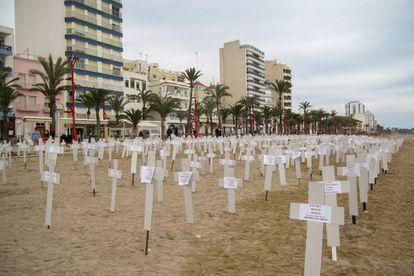 Crosses on the beach at Vinaròs.