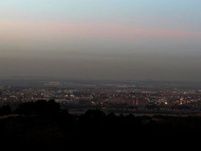 The pollution hanging over Madrid viewed from Alcalá de Henares, 30 kilometers away.