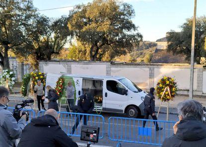 Wreaths for Franco outside the Mingorrubio cemetery.