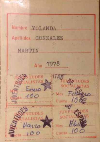González's Socialist Youth membership card from the book 'Don't Forget Me. Yolanda González, the Most Brutal Crime of the Transition.'