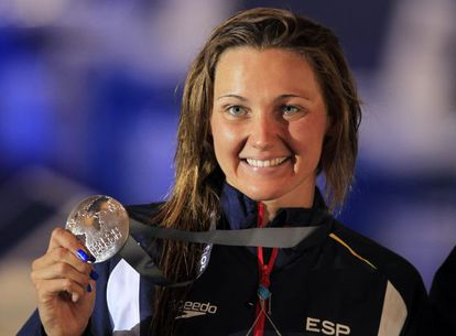 Melanie Costa with her 400m freestyle silver medal.