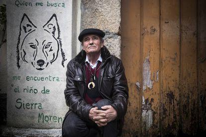 Marcos Rodríguez Pantoja, outside his house.