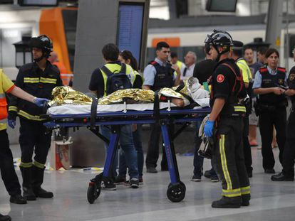 One of the injured passengers in the Francia station.