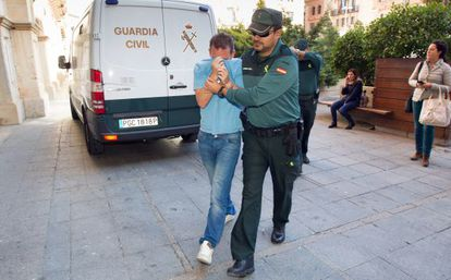 F. S. M., who has been implicated in the fraud, arrives to make his statement to the Teruel court.