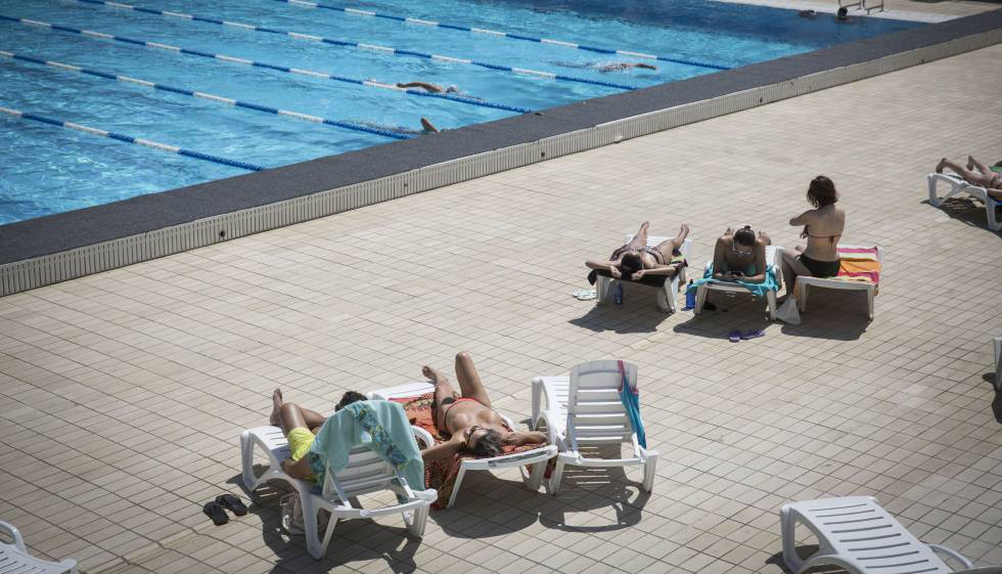 Women Now Free To Go Topless In All Of Barcelona S Municipal Pools News El País In English