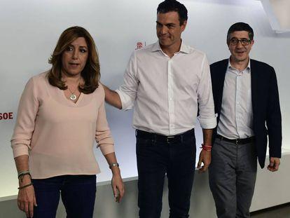Pedro Sánchez (center) with Susana Díaz and Patxi López after winning the primaries on Sunday.
