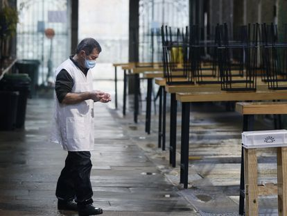 Empty tables at the market in Santiago de Compostela in Galicia, which has shut down food and drink establishments.