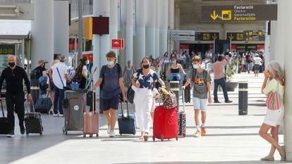 British tourists arrive in Palma de Mallorca on Wednesday.