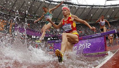 Marta Domínguez competes in the 3,000m steeplechase at the London Olympics in 2012.