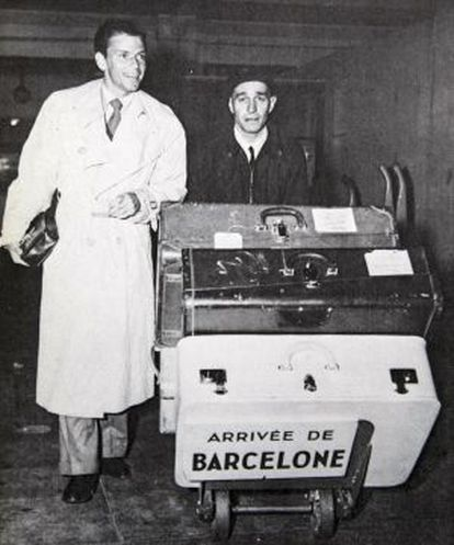 Frank Sinatra arriving in Barcelona on May 11,1950.