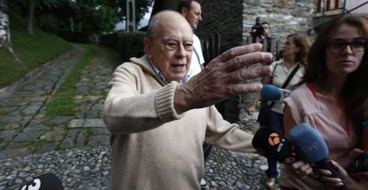 Former Catalan premier Jordi Pujol speaks to the press outside his holiday home in Queralbs (Girona).