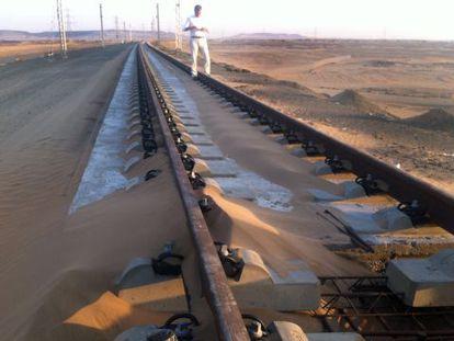 A stretch of the Medina-Mecca AVE line under construction.