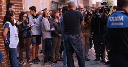 A crowd forms outside the apartment block in Alcorcón on Tuesday.