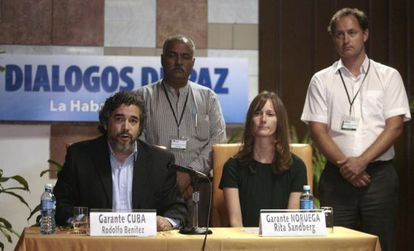 The guarantors from Cuba and Norway at a press conference.