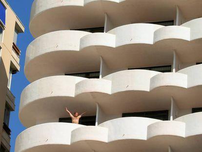 A tourist on a balcony in Palma de Mallorca.