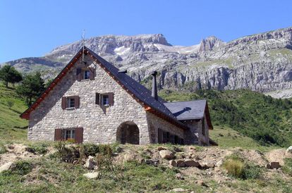 The Lizara refuge at the end of the Aragües-Jasa valley and at the foot of the Bisaurín peak (2,670 meters).