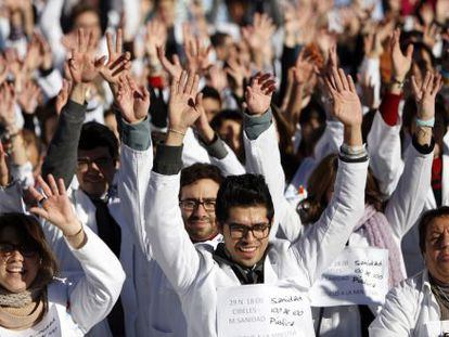 Healthcare workers protest privatization plans in the Madrid region.
