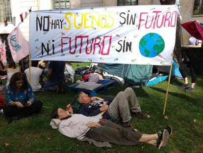 A protest outside the Ministry for Ecological Transition in Madrid on October 9.
