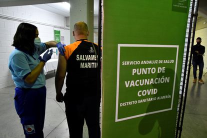 Covid-19 vaccines are administered in Almería last month.
