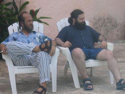 Paco de Lucía (left) and Javier Limón in Cancún.