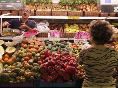 A fruit and veg stall in Alicante's central market.