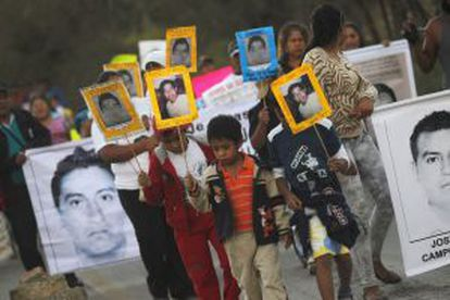 People march to demand justice for the missing trainee teachers in Tixtla (Guerrero) on December 7.