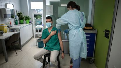 A health worker administers a Covid-19 vaccine in Valencia.