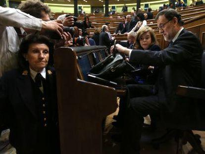 Mariano Rajoy sits next to Deputy Prime Minister Soraya Sáenz de Santamaría during Wednesday's session in Congress.