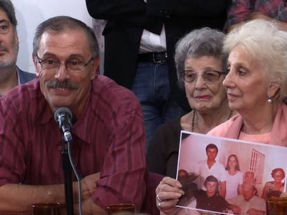 "Carlos Alberto Solsona and Estela de Carlotto, the president of the Grandmothers of Plaza de Mayo, announcing the discovery of ""granddaughter 129."""