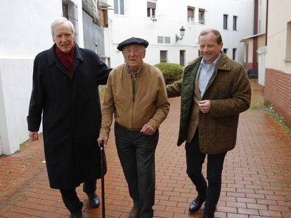 Dieprand von Richthofen, Luis Iriondo Aurtenetxea and Karl-Benedikt von Moreau in Guernica.