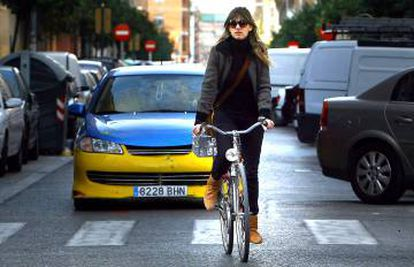 Coexistence between cars and bicycles can be difficult at times.