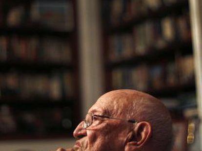 Francisco Rodríguez Adrados has won the National Literature Prize.