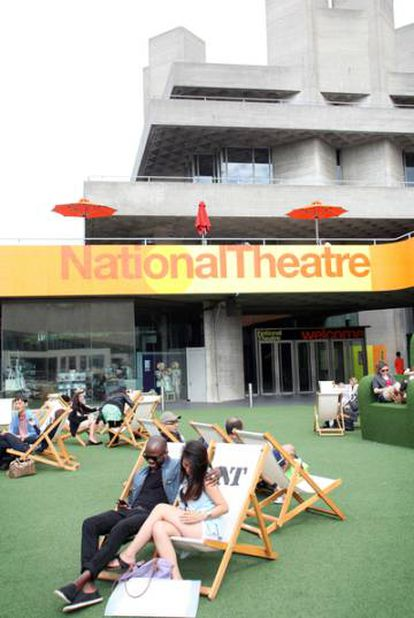 The Cervantes Theatre is located in the same district as the National Theatre.