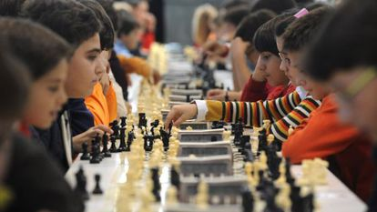 Children at a chess competition in Ourense.
