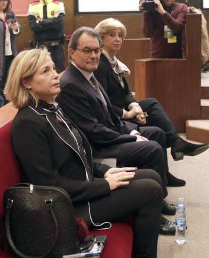 Joana Ortega (l), Artur Mas and Irene Rigau appear in court over their role in the informal vote.