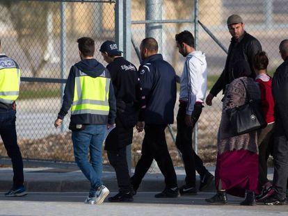 Relatives of migrants being held at Archidona prison (Málaga).