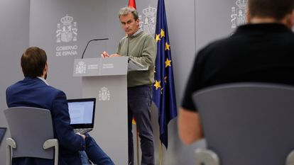 Spanish health official Fernando Simón at a news conference on October 1.