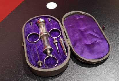 A syringe from 1885 belonging to Ramón y Cajal, displayed in the exhibition in Madrid.