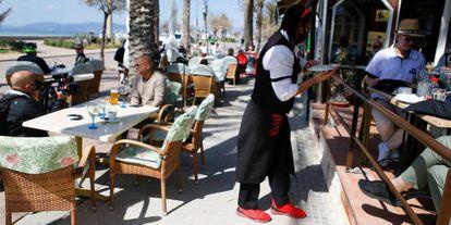 Tourists at a sidewalk café in Palma de Mallorca.