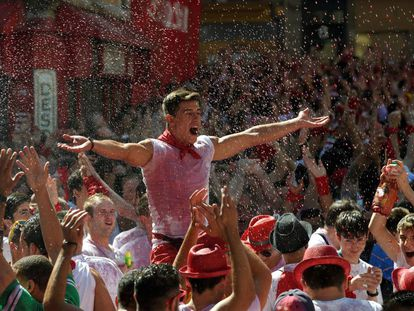 The wine flows at the start of Sanfermines 2016.