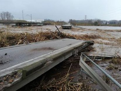 Towns in Catalonia, Valencia and the Balearic Islands start to tally the damage to infrastructure caused by heavy rain, wind, snow and record waves
